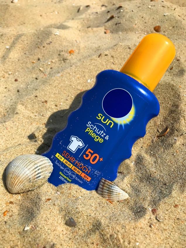 sunscreen-2372366_1920 (1).jpg